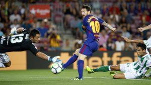 Em dia de homenagens, Barcelona vence fácil o Betis na estreia no Espanhol