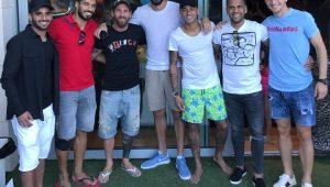Elenco do Barcelona faz almoço de confraternização após polêmica com Neymar