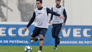 Arana e Léo Santos são baixas e Jadson treina entre os reservas no Corinthians