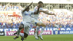 Sem poupar titulares, Cruzeiro vence fácil o Sport no Brasileirão