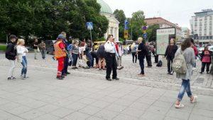 Homem esfaqueia várias pessoas em praça na Finlândia