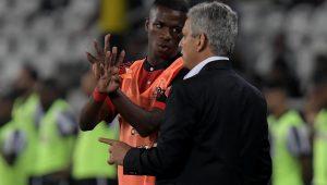 Torcedor é detido no Engenhão por injúria racial a familiares de Vinícius Júnior
