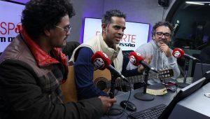Simoninha, Jairzinho e Léo Maia se divertem no Esporte em Discussão
