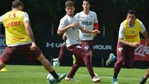 Após cumprir suspensão, Marcinho fica fora de time titular em treino do São Paulo