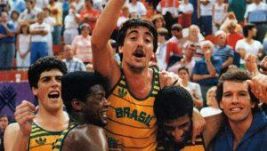 """""""Eles estavam atordoados"""": há 30 anos, Brasil dava aula aos EUA no basquete"""