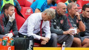 """Wenger diz que saída de Sánchez é """"menos dolorosa"""" do que a de Van Persie"""