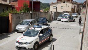 Polícia espanhola continua busca por terrorista foragido após atentados