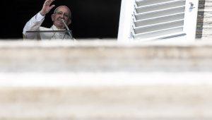 """Papa pede que Deus """"liberte mundo"""" da violência """"desumana"""" do terrorismo"""