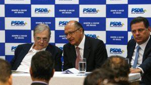 """PSDB de São Paulo diz que encontros entre Aécio e Temer causam """"desconforto"""""""