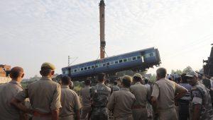 Descarrilamento de trem deixa pelo menos 23 mortos na Índia