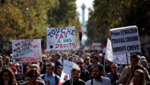 Milhares de pessoas protestam em Paris contra reforma trabalhista de Macron
