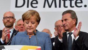 Praticamente reeleita, Merkel confirma que vai negociar nova coalizão na Alemanha