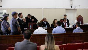 """Defesa cita nome de jurados de chacina em SP, diz que """"é praxe"""", e deixa promotor indignado"""