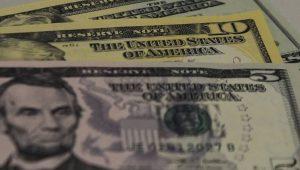 Dólar sobe com exterior e Previdência no radar