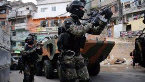 Ministro exalta ação na Rocinha e diz que Forças Armadas reduzirão efetivo de forma progressiva