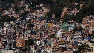 Colocar mais agentes de segurança na Rocinha não vai resolver a situação