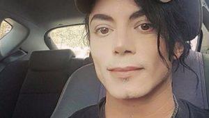 """Garota posta foto e """"descobre"""" que namora Michael Jackson"""