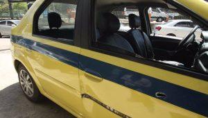 Bandidos sequestram 2 na zona sul do Rio; taxista se esconde embaixo de caçamba