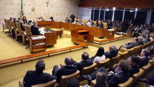 Os ministros do STF são juízes de futebol