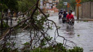 Furacão Maria volta para categoria 3 e atinge República Dominicana