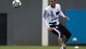 Ricardo Oliveira recebe proposta do Inter, e renovação com Santos pode melar
