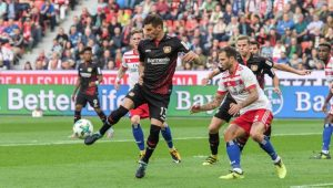 Alario marca na estreia e Leverkusen passa fácil pelo Hamburgo no Alemão