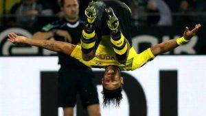 Com 3 de Aubameyang, Dortmund goleia Mönchengladbach e lidera o Alemão