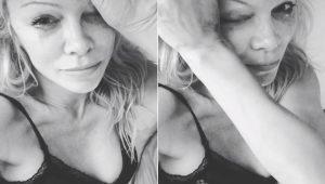 Pamela Anderson chora ao se despedir de Hugh Hefner, fundador da Playboy