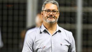 """Micale lamenta demissão, mas crê em reação do Atlético-MG e nega """"terra arrasada"""""""