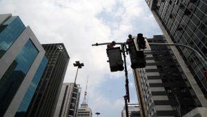Prefeitura de SP afasta irregularidades em contratos de manutenção de semáforo