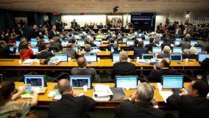 CCJ aprova relatório e recomenda que Câmara não autorize processo contra Temer