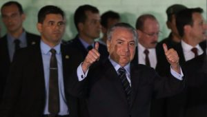 Presidente Michel Temer deixa hospital do Exército