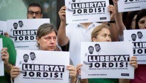 Catalunha tem novos protestos, após prisão de dois líderes pró-independência
