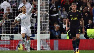 Cristiano Ronaldo celebra o gol de pênalti ante o Tottenham, pela Liga dos Campeões