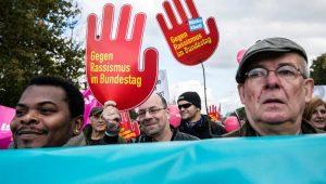 Protesto reúne milhares em Berlim contra ultradireitas no Parlamento alemão