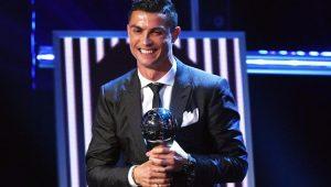 Cristiano Ronaldo é eleito melhor do mundo pela 5ª vez e iguala marca de Messi