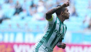 Dudu fez dois gols e comandou o Palmeiras contra o Grêmio, em Porto Alegre-RS