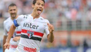 Com gols de Pratto e Hernanes, São Paulo vence o Flamengo no Pacaembu