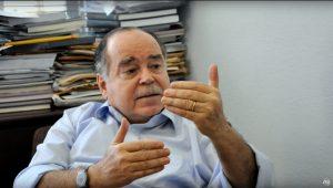 """Professor de economia da PUC-RJ afirma que deflação acabou e preços devem """"voltar ao normal"""""""