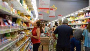 Alimentos reduzem queda no IPCA-15, de 0,94% em setembro para 0,15% em outubro