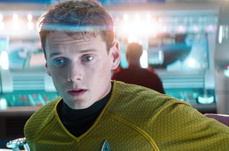 "Anton Yelchin em cena de ""Star Trek"""