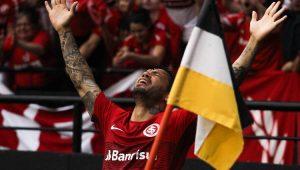 Inter sofre, mas vence Criciúma e se consolida na ponta da Série B
