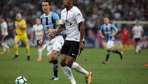 Em jogo de pouca emoção, Corinthians empata com Grêmio e mantém vantagem na ponta