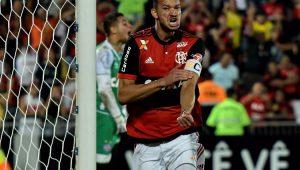 No Rio, Flamengo goleia o Bahia com dois gols de Réver e Diego