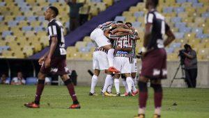 Perdido em campo, São Paulo é derrotado pelo Fluminense e segue pressionado