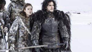 Kit Harington se fantasiou de Jon Snow para agradar noiva
