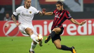 Milan leva sustos, perde chances e só empata com o AEK em casa na Liga Europa