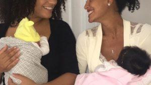 Juliana Alves e Sheron Menezzes tiram foto juntas ao lado dos filhos