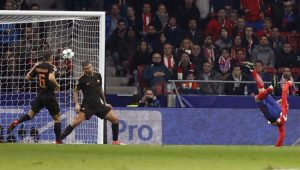 Atlético de Madrid bate Roma e segue na briga pelas oitavas da Liga dos Campeões
