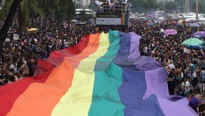 Após controvérsia, Parada do Orgulho LGBTI no Rio toma orla de Copacabana